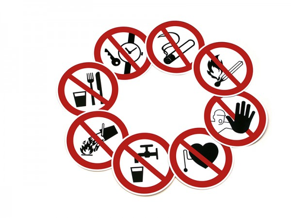 Verbotszeichen Ø 200 mm Metallteile aller Art tragen verboten
