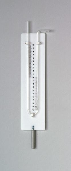 U-Rohr-Manometer mit Skala und Stab